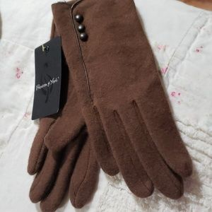 Lambswool gloves with leather accents